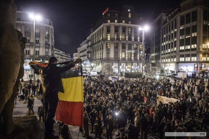 Bélgica se encuentra conmocionada por las ataques en Bruselas, Miles de personas salieron a pedir paz.