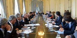 Mauricio Macri busca calmar los pedidos por la devolución de la coparticipación con convenios bilaterales con las provincias.
