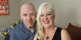 Sharon Cutts, la flamante abuela de trillizos de sólo 55 años.