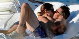 Pampita se la vio muy enamorada con el tenista Pico Mónaco en las playas de Ibiza.