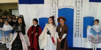 Las alumnas de la Escuela Rivadavia durante el acto