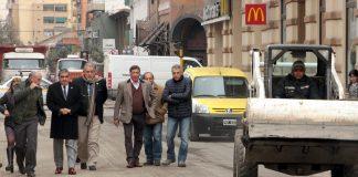 Intendente Alfaro en visita de obras calle San Juan
