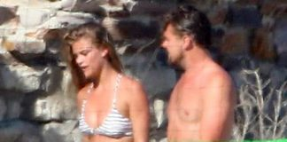 Leonardo DiCaprio y su actual novia la modelo Nina Agda no ocultaron su amor en las playas de Malibú.