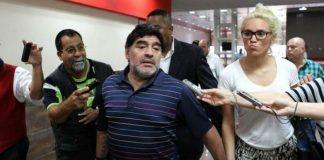 Su pasaporte fue denunciado como robado y asegura que hay un arreglo político detrás del incidente.
