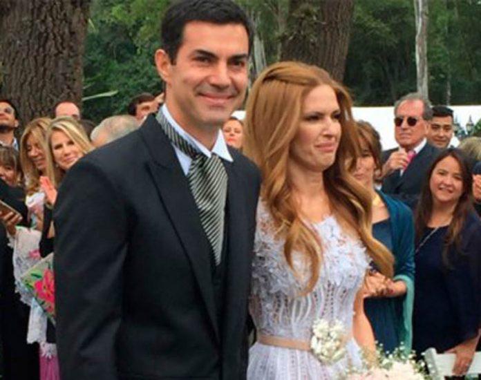 La pareja oficiliazó el vínculo minutos antes de las 14 horas del sábado 24 de septiembre. La primera foto como marido y mujer.