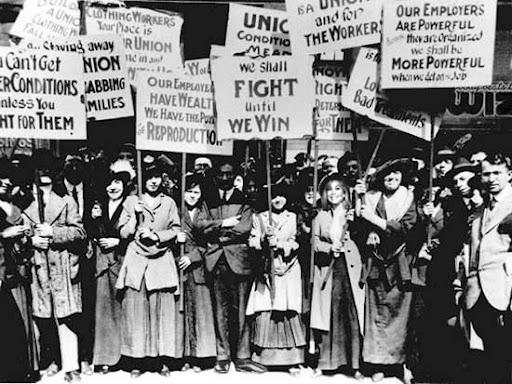 Mujeres exigiendo sus derechos en Estados Unidos en 1909