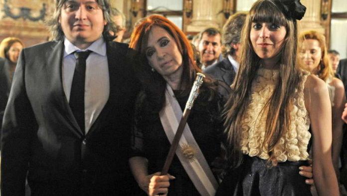 Cristina Kirchner y sus hijos Máximo y Florencia.
