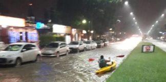 Vecino-navegando-en-la-avenida-Aconquija-en-kayac
