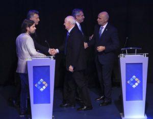 El-saludo-final-en-el-segundo-debate