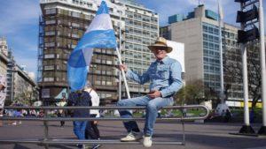 Marcha-de-Macri-con-banderas-argentinas